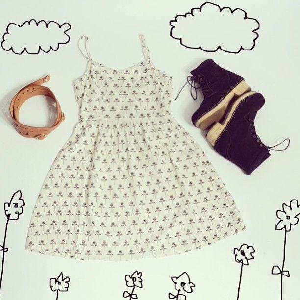 Flowery dress, wooden boots and a big belt  Trendiy art look