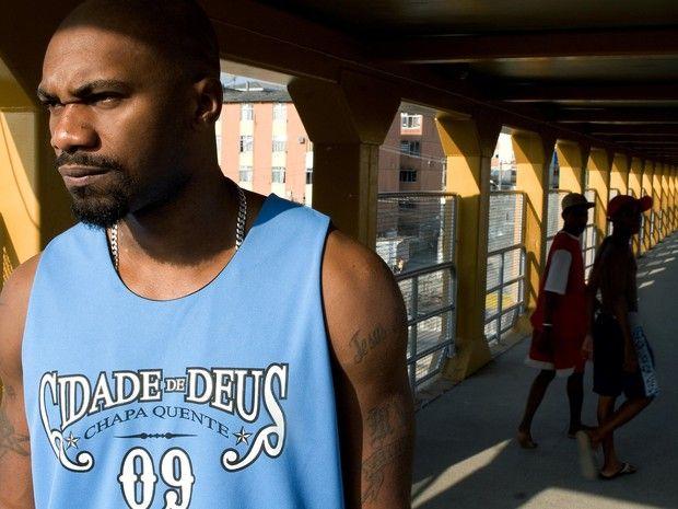 """Rapper MV Bill emplaca terceira temporada de """"O Bagulho é Doido"""" (Foto: Chapa Preta / Divulgação) - http://epoca.globo.com/colunas-e-blogs/bruno-astuto/noticia/2015/01/rapper-bmv-billb-emplaca-terceira-temporada-de-o-bagulho-e-doido.html"""