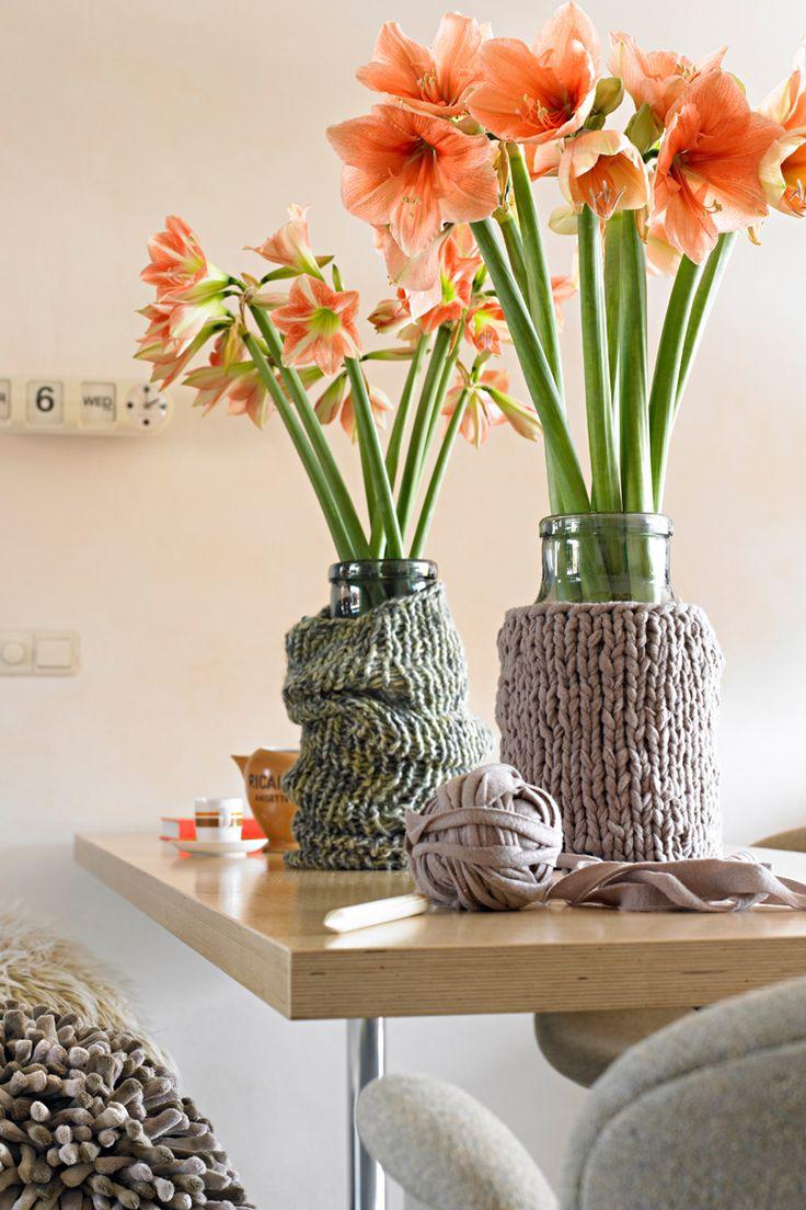 De #amaryllis is een veelzijdige bloeier waarmee je werkelijk alle kanten op kunt. Ze is mooi in een decoratie op tafel, stralend in haar eentje in een mooie sierpot en vormt een spectaculair boeket met vijf bloemen in een vaas.