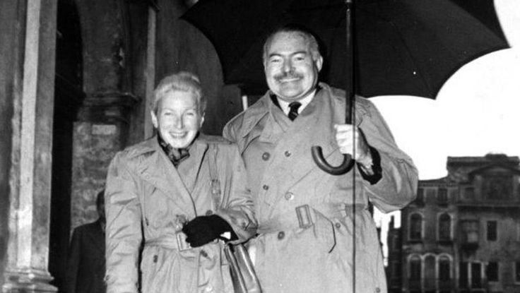 Ernest+Hemingway+1955+tavaszán,+miután+megunta,+hogy+hiába+próbálja+szerzői+jogi+honoráriumát+az+olasz+Einaudi+kiadótól,+úgy+döntött,+hogy+a+tartozás+jelentős+részét+részvénnyé+változtatja.+Az+író+általában+óvatosan+költötte+a+pénzét,+és+az+Einaudi+éppen+válságban…
