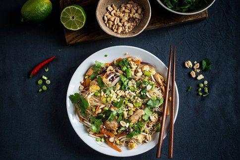 Máte rádi exotickou a asijskou kuchyni? Pak je dnešní recept právě pro vás! Vyzkoušejte nudle Pad Thai.