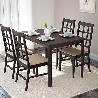 Ajoutez du confort dans votre salle à diner avec cet ensemble pratique et son style transitoire par CorLiving. L'ensemble inclus quatre chaises avec des sièges en similicuir Gris ainsi qu'une table construites de bois massif et de composite de bois. Offertes dans un fini riche de couleur Cappuccino, elles complimenteront tous les décors. Ce produit de qualité est une valeur sure et s'assemble en un rien de temps.