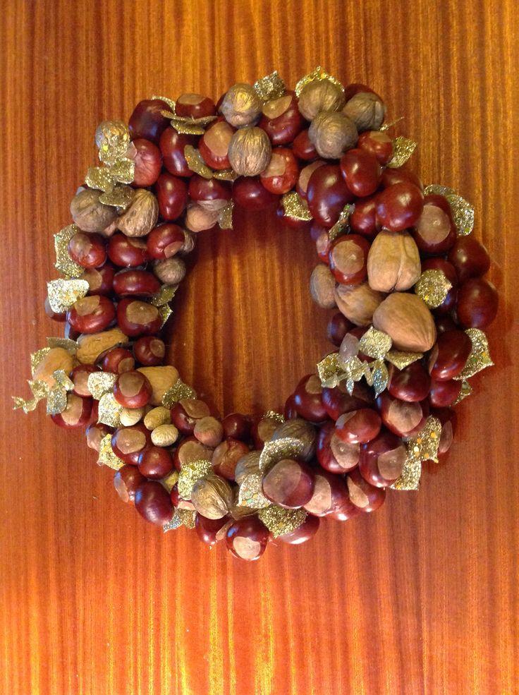 Chestnut wreath autumn crafts chestnuts acorns leaves cones pinterest wreaths - Acorn and chestnut crafts ...