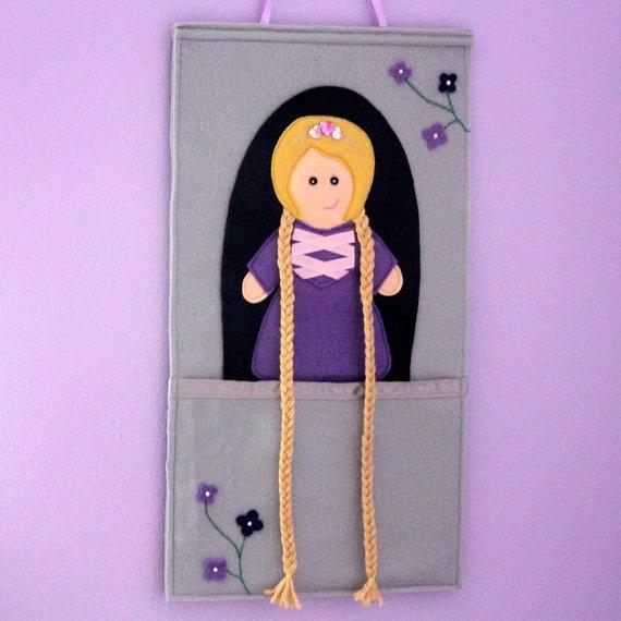 Rapunzel Hair Clip holder - porte barrettes raiponce Mindig eltűnnek hajgumik, hajcsattok, és kisasszony sem teszi helyére, na de ebbe :)