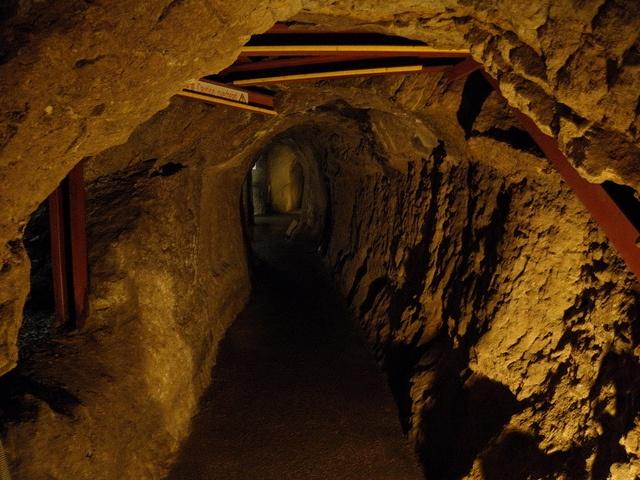 Ber ideen zu geheimgang auf pinterest versteckte r ume versteckte t ren und - Ondergrondse kamer ...