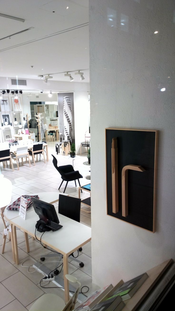 Walked down Esplanade the other day and couldn't help but take a quick snapshot through the Artek shop window. Beautiful design!