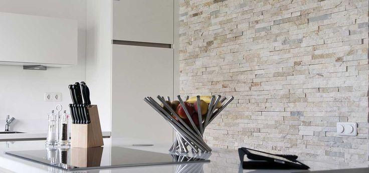 Barroco Natuursteenstrips, Steenstrips, Glamour Gold, Steenstrips Wand in Keuken met Kookeiland