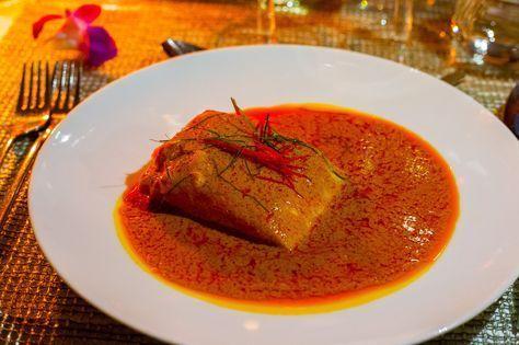 Enkel och fantastiskt god thailändsk gryta som jag lärde mig på en matlagningskurs av den thailändska stjärnkocken Ian Kittichai. Jag fick en inbjudan till kursen av Thailändska turistbyrån Tourism Authority of Thailand. Det var riktigt kul och lärorikt, jag lärde mig laga goda thailändska maträtter. Jag kommer att dela med mig recept på allt, först ut kommer recept på chu chee fisk. Enkel och smakrik gryta som du slänger ihop på nolltid med få ingredienser. 2 portioner 300 g laxfilé (vit…