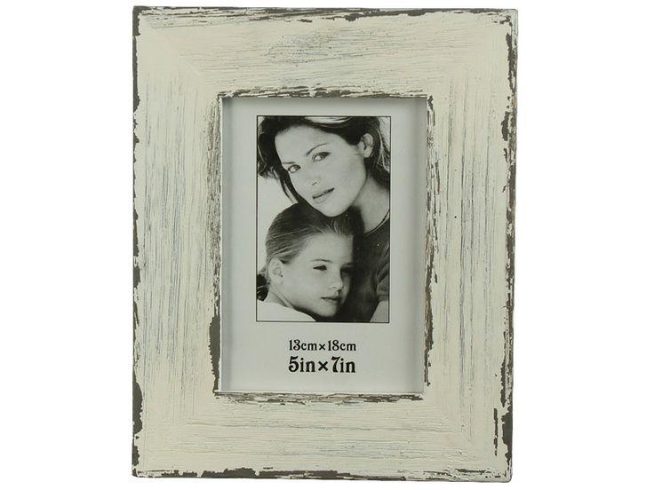 Surpriza din gama de decoraţiuni interioare o constituie rama foto albă antichizată din lemn cu dimensiunea fotografiei 13x18 cm