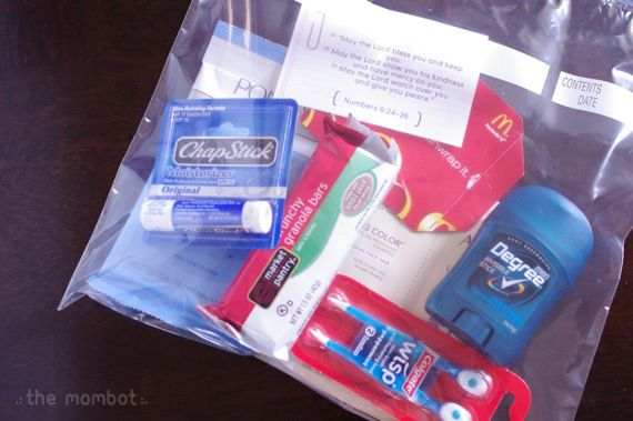 Blessing bags for the homeless with a free printable | TheMombot.com. Great for her bronze award in GS