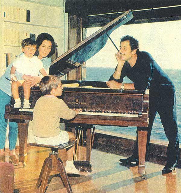 Domenico Modugno, italian singer with the family