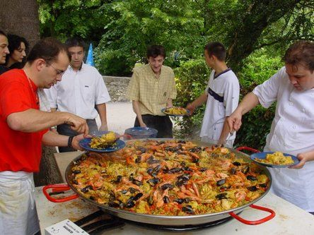 The History of Paella with authentic recipes