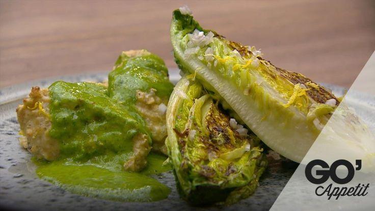 Kyllingefrikadeller med rucolasauce og stegt salat | Mad