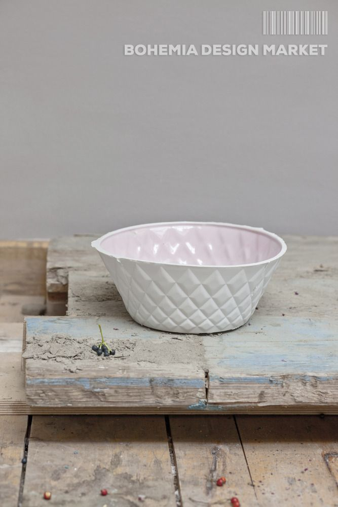#crooked #bowl based on mass-produced plastic bowls, deliberate crookedness disputes the nobility of porcelain remake. Sizes 25x10 cm