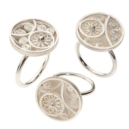 Zwevend kant. Zilveren ringen van Indiva. Zilveren ringen in filigrain techniek van goudsmid Indiva.