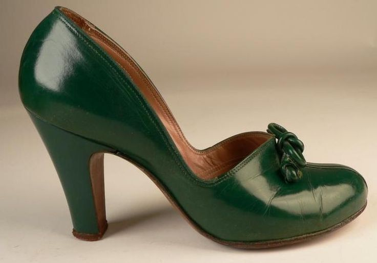 1940s green round toe baby doll pumps - divine! #vintage #1940s #shoes #heels