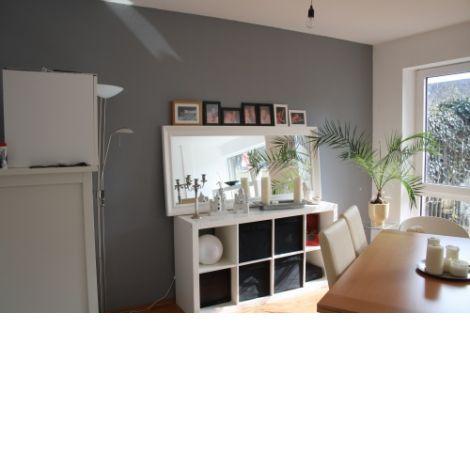 rote w nde im wohnzimmer raum und m beldesign inspiration. Black Bedroom Furniture Sets. Home Design Ideas