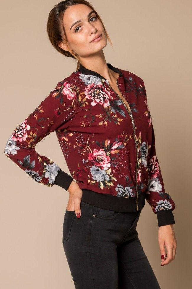 Floral Print Bomber Jacket in Burgundy Φλοράλ bomber jacket σε μπορντό χρώμα. Κλείνει με φερμουάρ. Άνετη εφαρμογή, one size.  Σύνθεση: 95% Polyester, 5% Elastan