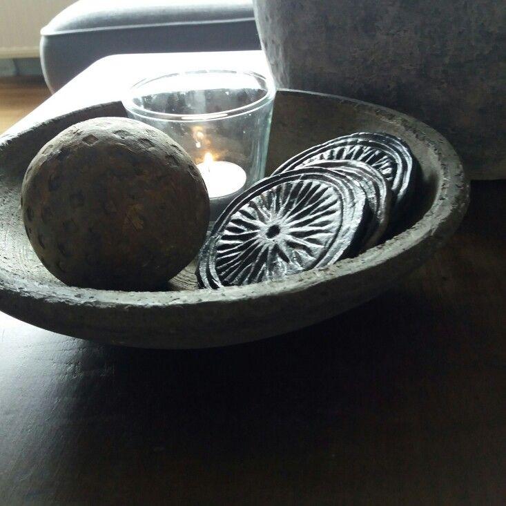 Stenen mandala's in een stoer stenen schaaltje