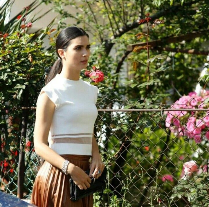 Kara Para Aşk, The best thing about the show is elif and nilofer's outfits.