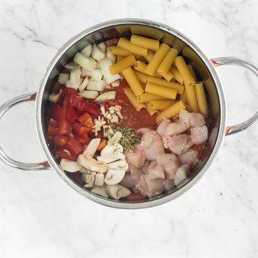 Hähnchen Rigatoni mit Paprika und Pilzen