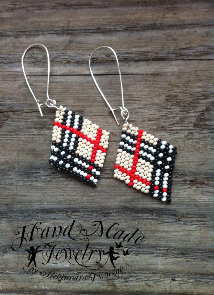 Burberry style earings - diagonal stitch peyote