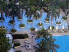 four seasons cool pool in downtown miami