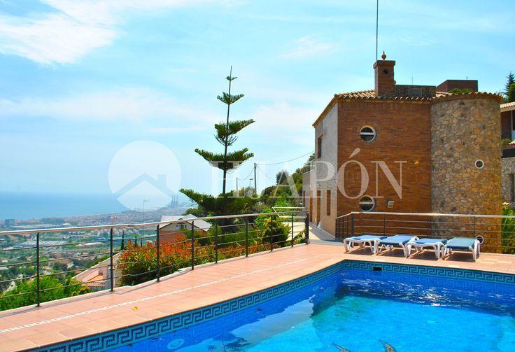 A fantastic, upscale villa in Barcelona with majestic sea views