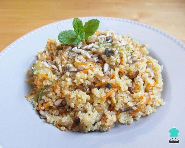 Receta de Ensalada de quinoa vegana - ¡Sabrosa y baja en calorías! #RecetasGratis #Ensaladas #RecetasdeCocina #RecetasFáciles #ComidaSana #Quinoa