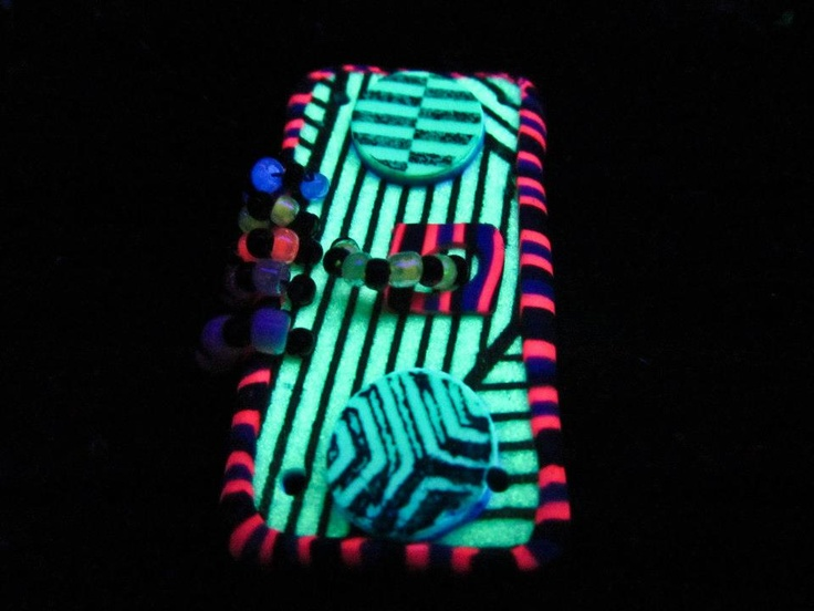 trippy psychedelic blacklight reactive neon rave art jewlery pendent
