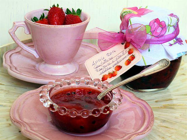 Tentazioni  di  gusto: Confettura di fragole Candonga ai frutti della pas...