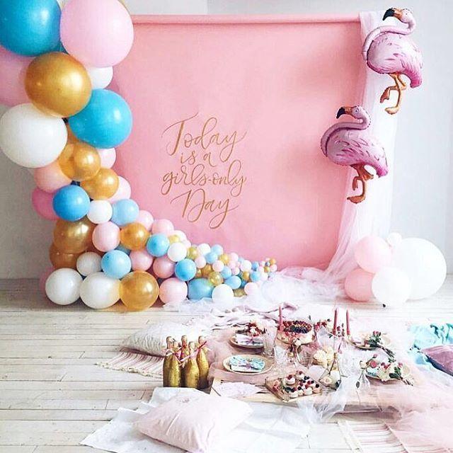 79 отметок «Нравится», 2 комментариев — Оформление Детских Праздников (@marusya.decor) в Instagram: «Идея оформления фотосессии в студии  #фламинго #розовый #голубой #золотой »