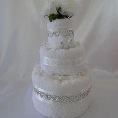 Pièce montée de trois étages à offrir pour un mariage ou des fiançailles ou....