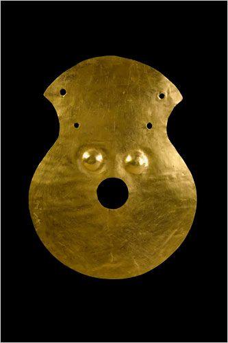 Anthropomorphic Figure Gold  Bodrogkeresztúr Culture, Moigrad, 4000-3500 BCE    National History Museum of Romania, Bucharest: 54570    Photo: Marius Amarie