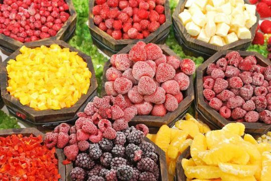 Owocowy sezon w pełni! Teraz możecie rozkoszować się smakiem świeżych truskawek, za chwilę wiśni i jabłek. Ale jak zachować go na zimowe miesiące? Jest na to prosty sposób: zamrażanie