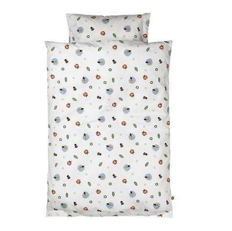 Sengetøj baby i .100% certificeret økologisk bomuld  Skønt og blødt baby  sengetøj med sødt motiv  Dynebetræk 70x100 cm Pudebetræk 40x45 cm  Vask ved 40 C