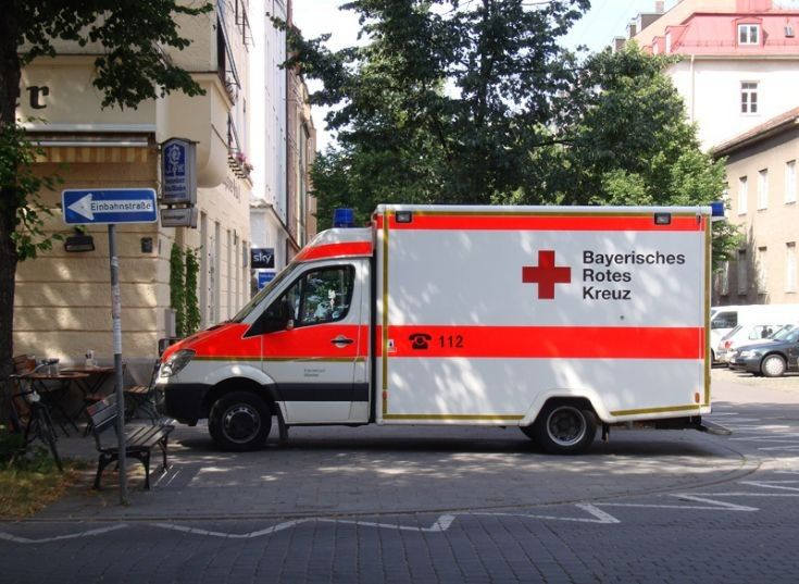 17 migliori immagini su ambulance around the world su for Mercedes benz emergency