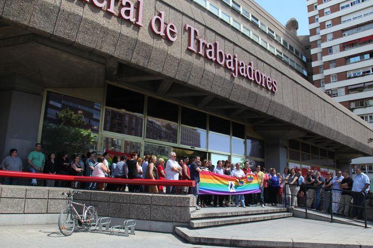 UGT convoca un minuto de silencio por el atentado de Orlando Los trabajadores y dirigentes del Sindicato se han concentrado a las puertas de sus sedes, como en el caso de la Casa del Pueblo, en la Avenida de América de Madrid Leer más: http://mcaugt.org/noticia.php?cn=25441