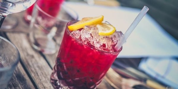 Try one of these cocktails that cut the calories by using zero-calorie bubbles and alcohol, or ingredients that are naturally low-calorie.