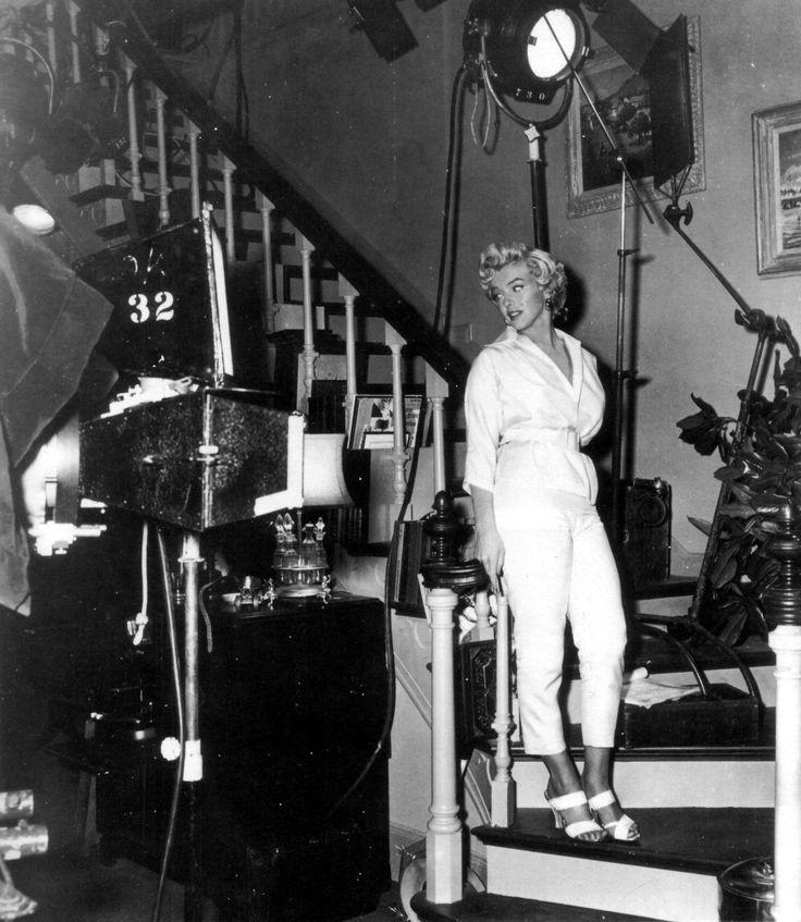 Sept ans de réflexionSur le tournage - scène 4 Marilyn Monroe , Tom Ewell et Billy Wilder sur le plateau de tournage. Avec Natasha Lytess,...