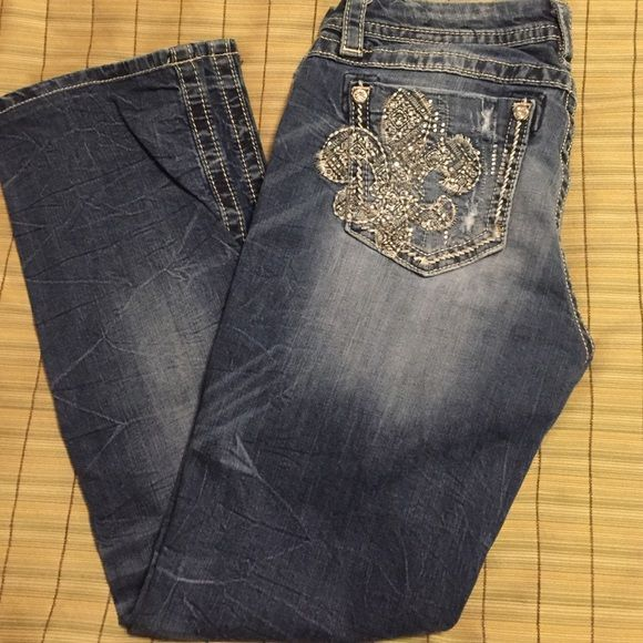 "Miss Me Sz 28 jeans Medium wash Miss Me Mid Rise Easy Straight size 28 denim. Excellent condition. Hemmed to 29"" inseam by seamstress at the Buckle store I purchased them at. There is a slight stretch to these jeans. Miss Me Jeans Straight Leg"