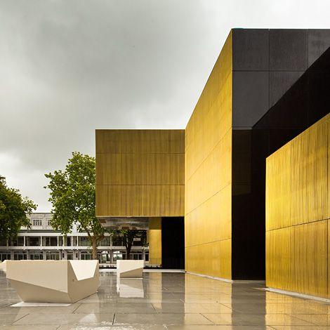 bâtiment en cuivre/ Plateforme des Arts et de la Créativité de Guimarães au Portugal