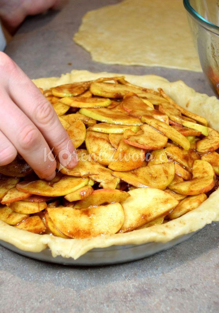 Nedělní americký jablečný koláč s vanilkovou zmrzlinou :-) recept právě teď na www.korenizivota.cz