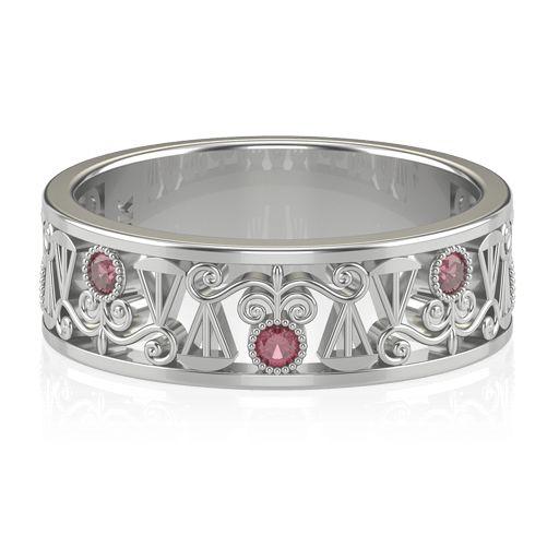 Este anel de formatura de direito possui cinco delicados rubis. Seu aro vazado em ouro 18K apresenta padrões que dão o devido destaque ao clássico