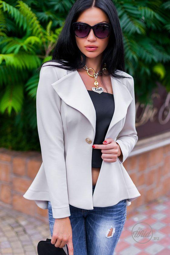 Бежевый женский пиджак