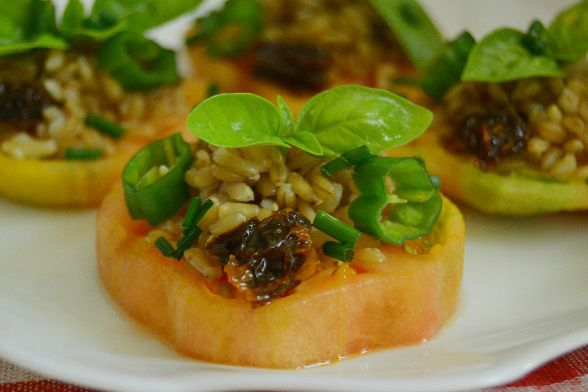 Prepara esta deliciosa ensalada de avena y tomate. ¡Buenísima!