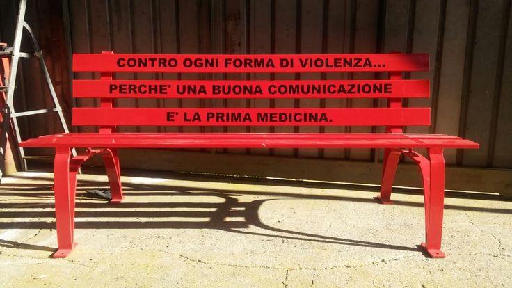 8 marzo: una panchina rossa al Businco contro ogni forma di violenza | Fattore k - Passa il messaggio