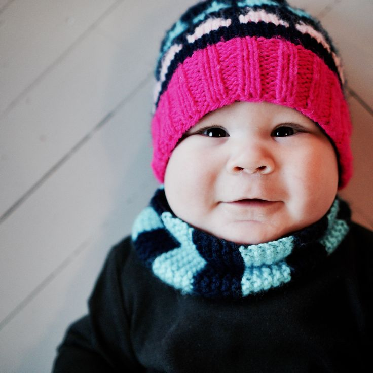 Knitting pattern for a modern balaclava for babies. https://www.etsy.com/shop/TeaTimeKnitters?ref=hdr_shop_menu