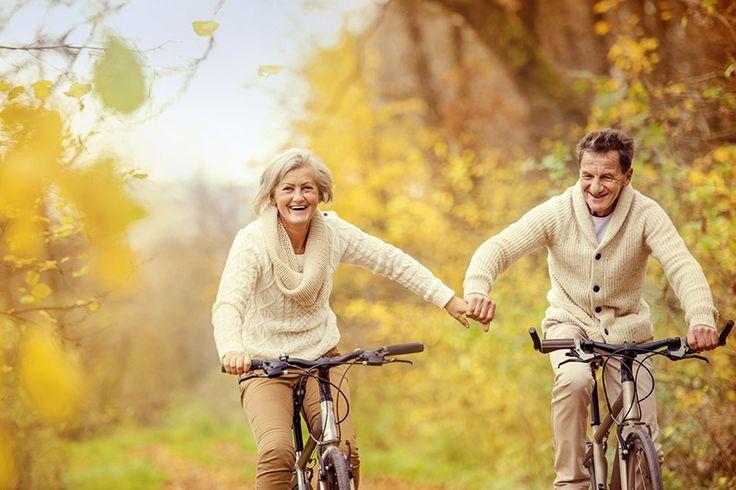 seniors à vélo                                                                                                                                                                                 Plus