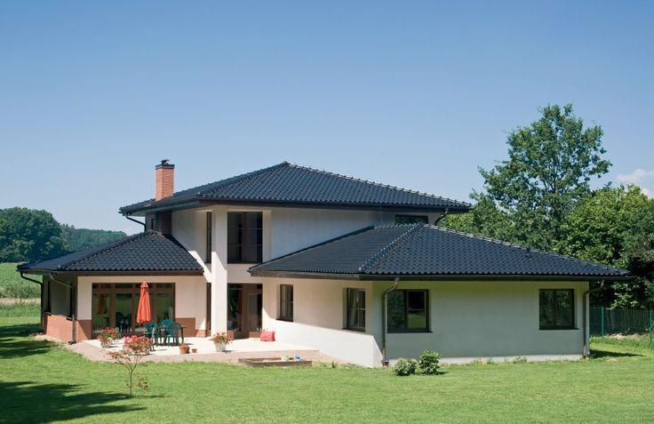 Keď novú strechu, tak s keramickými škridlami TONDACH®. Strecha - to nie sú len plochy krytiny, ale aj množstvo doplnkov, ktoré sú vyrobené z rôznych materiálov. Jednotlivé časti strechy sú rôzne namáhané a tým aj testované vonkajšími poveternostnými vplyvmi. Najexponovanejšie z nich bývajú vystavené slnku, vetru, mrazu, snehu, ľadu, dažďovej vode, trusu vtákov, nečistotám ako prach, sadze, mach, kyslému, či zásaditému prostrediu a podobne.